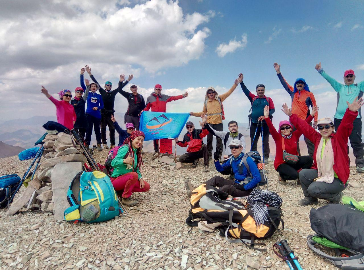 صعود کوهنوردان کانون کوه به قله هفت خوان