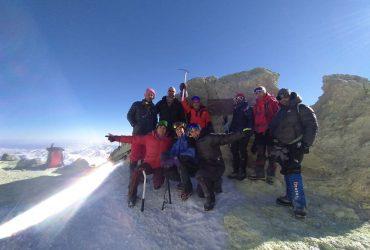 صعود زمستانه تیم هیمالیانوردی هیئت کوهنوردی و صعودهاي ورزشی استان البرز  به قله دماوند